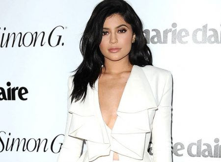 "Kylie Jenner Warns Fans Against Fake Kylie Cosmetics Website Using ""Dangerous"" Ingredients"