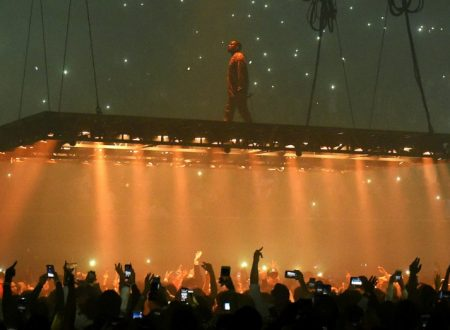 """Kanye West Tells Shocked Concert Crowd: """"If I Voted, I Would Have Voted for Trump"""""""